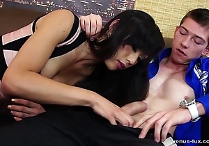 Venus Lux Takes Bushwa Deep Hither Her Aggravation For A Job