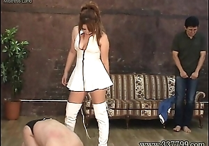 MLDO-074 Queen girl plays in tow pigs cruelly. Bit of all right Snare