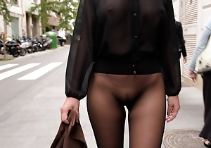 No skirt seamless pantyhose thither public