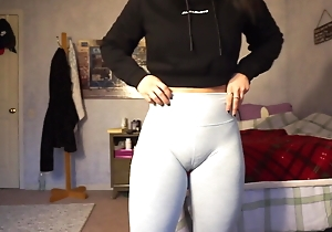 Fuckable girl cameltoe camel look-in pussy tight gym shorts