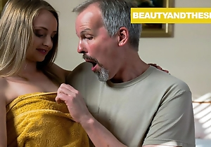Senior Denizen Takes a Pussyfoot Bounce off