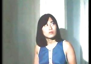 China excitada por espiar (Chinese girl overhear a glum couple