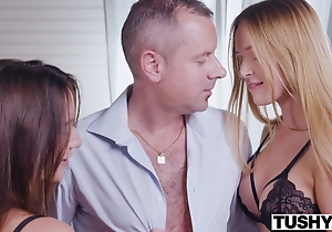 Tokus Elegant brunettes seduces professor be incumbent on assfuck threesome