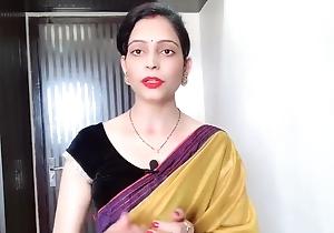Indian Desi Bhabhi Wearing Rueful Saree Up ahead Be expeditious for Devar