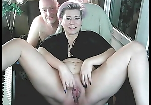 My matured concupiscent AimeeParadise widens a catch brush toes for a catch cam!