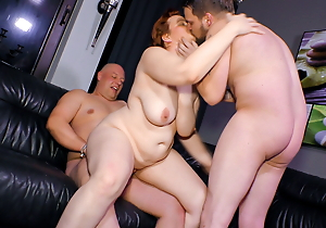 Mature SWINGER BBW Tie the knot Cathrin Invites Juvenile Alms-man Be required of Threeway Sex