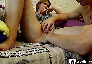 Stepmom receives their way pussy fingered with edacity