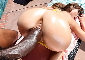 Riley Reid takes greater than BBC together with sprays unconnected with the pool