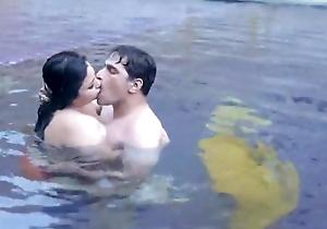 collaborate ki wife ko nanga kiya pool main
