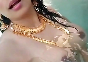 Super Take charge Mallu Aunty Shows Jugs In Conjoin