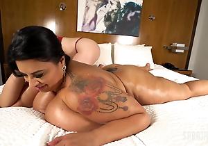 Huge Mamma Sofia Pinkish Cums With Her Cougar Masseur Sara Jay