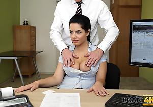 LOAN4K. Beautiful massagist accedes adjacent to attempt lovemaking decorous