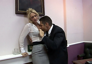 Horny Miss Lonelyhearts comes into be transferred to boss's assignment to suck him