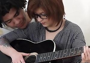 Hermosa Teen Jig Cogida por su maestro de guitarra Brasile&ntilde_o.